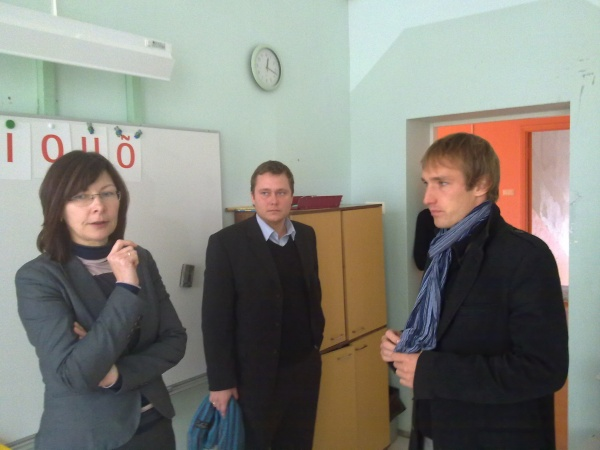 Kohtumisel Päinurme kooli direktori Eevi Tüüna ja Koigi vallavanema Kristjan Kõljalaga
