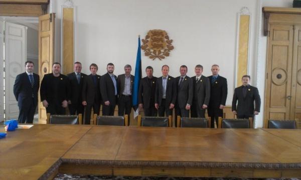 Toetusrühm koos maadlusliidu juhtidega